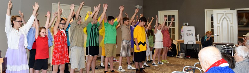 Middle School Drama Team performs